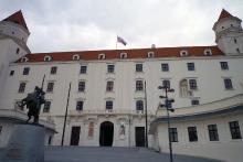 Přes Moravské pole, Dunaj až do Bratislavy na hrad
