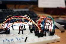 """Soutěž """"Explore MCUs"""" s mikrořadiči"""